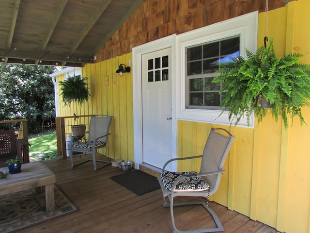 Yellow Cottage in Newland