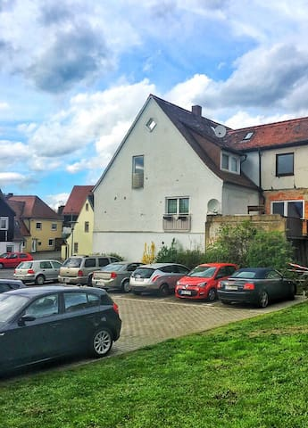 Private apartment with Garage - Baiersdorf - Huoneisto