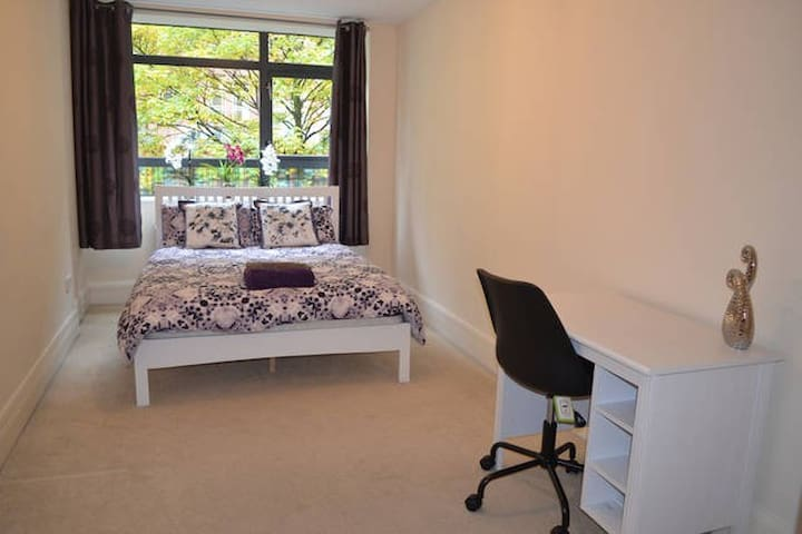 Room with bath next to Piccadilly and Uni of Manch - Manchester - Flat