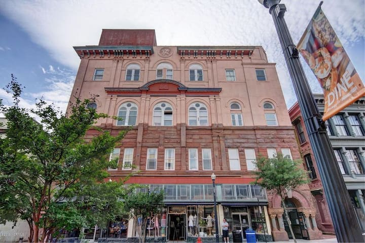 Front Street Downtown Studio-Location & Much More!