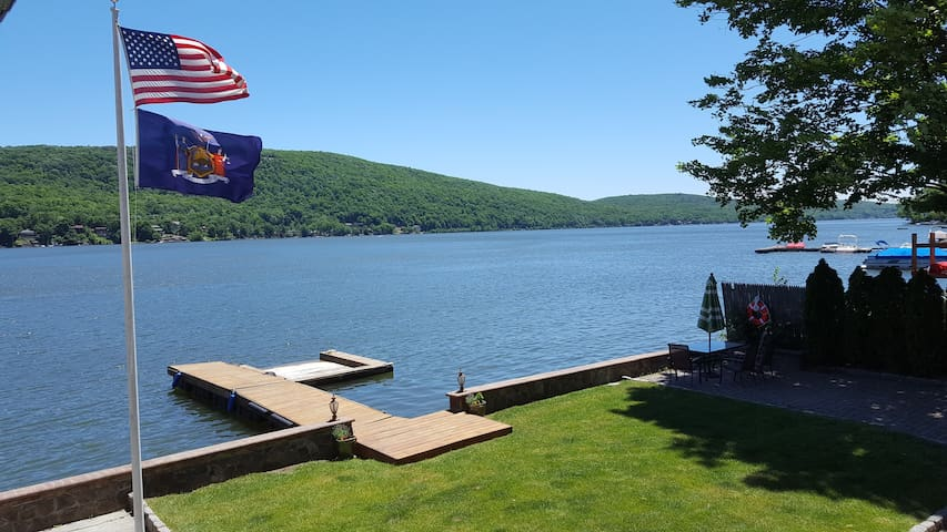 LakefrontEscape : 5 br Private Yard & Dock