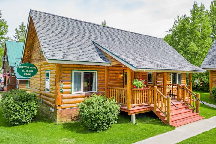 Downtown Talkeetna Entire 3 Bedroom Log home