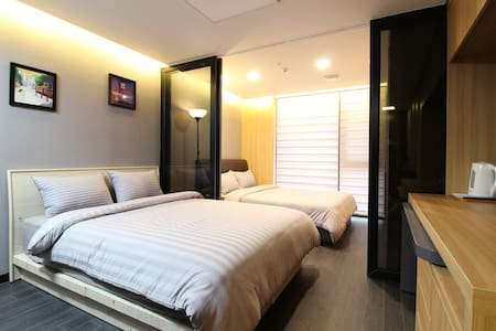 L2[DFS 100m Airport 2.4km] 2 Queen Beds Residence