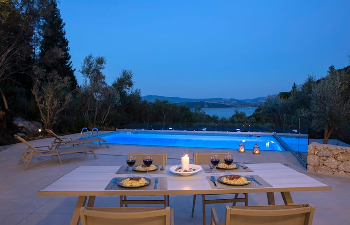 Brand New Luxury Villa with sea view & only 400m from the beach!