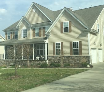 Spacious, quiet, private 2nd floor bedroom & bath - Harrisburg