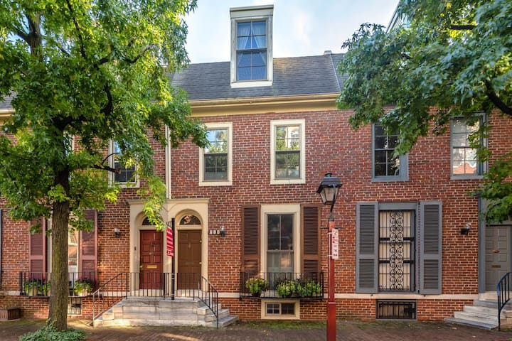 Spacious Bright 4 Bdrm Home in Historic District - Filadelfia