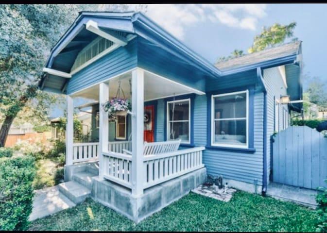 2br, 2bath, charming home, bungalow heaven