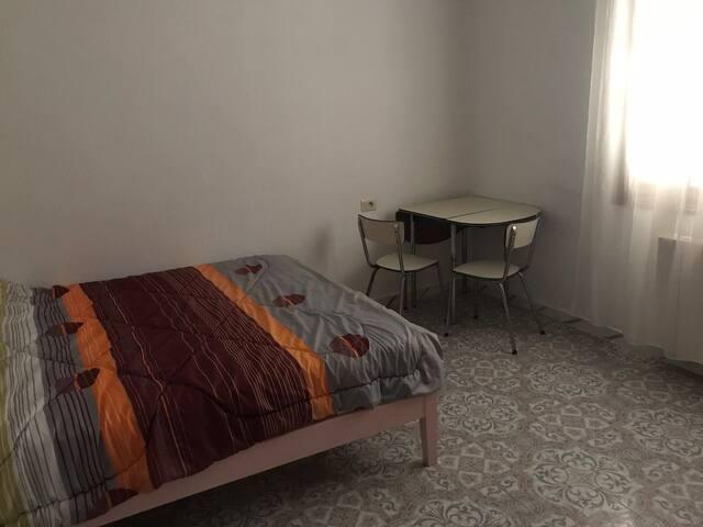 Chambre au calme dans grand appartement lumineux