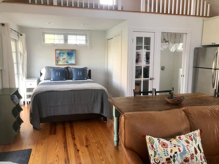 The Laurel Farmhouse Cottage Private & Quiet