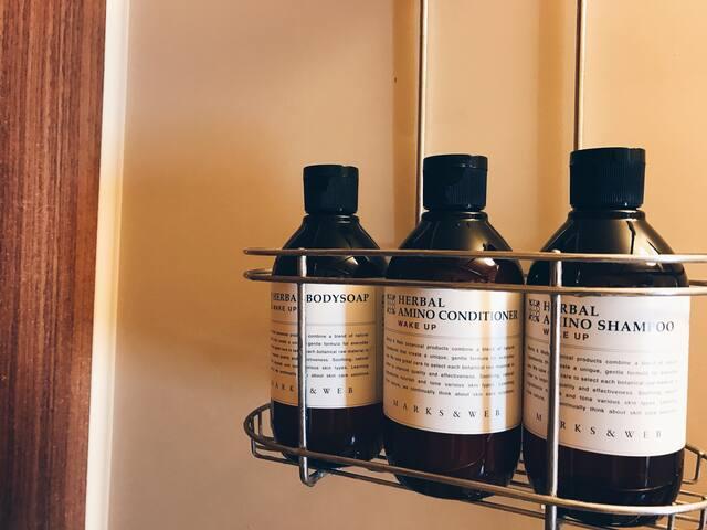 Bodysoap, Shampoo and Conditioner are prepared. ボディソープ、シャンプー、コンディショナーはご用意しています。