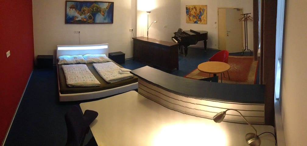 Room with a piano, Viennese style - Viyana - Ev