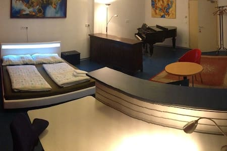 Room with a piano, Viennese style - Wien - Huoneisto
