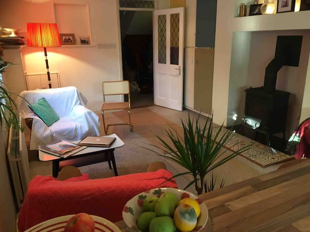 Double room for 1 my redbrick 8 mins from town