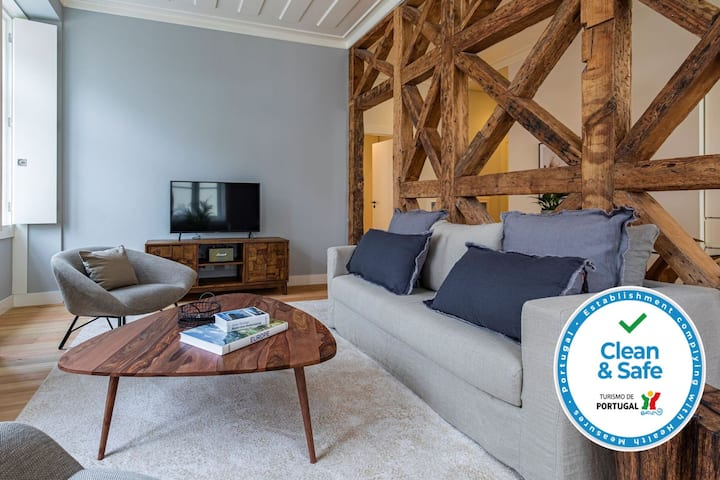 Prima Collection São Nicolau 2 Bedrooms Apartment - 302 by LovelyStay