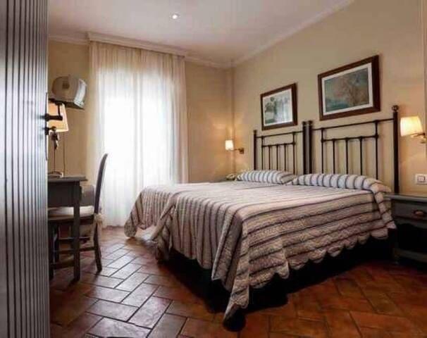 Hotel La Muralla - Habitación Doble adaptada para personas con minusvalía