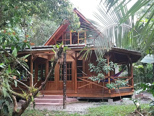 Nature Lover's Paradise - Riverside Cabin, Mindo
