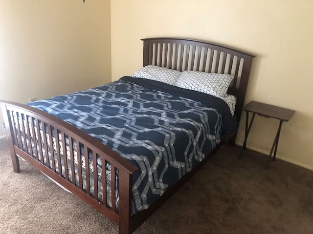 1 Bedroom in North Dallas, easy access to 75 & 635