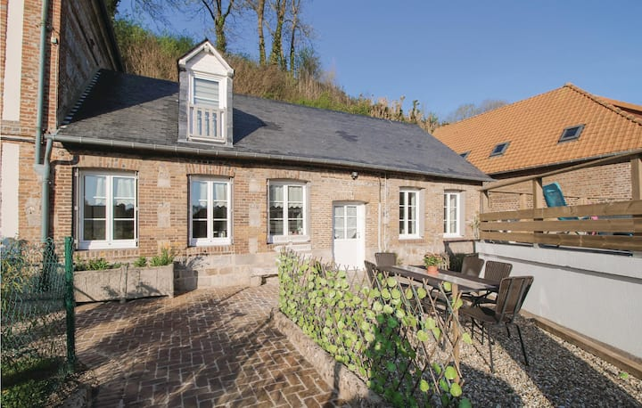 Former farm house with 6 bedrooms on 160m² in Fontaine le Dun