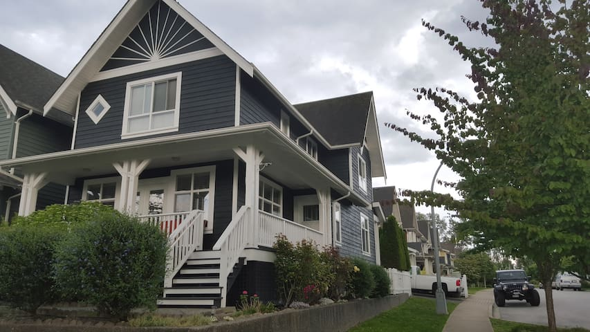 Beautiful 1,800 sf Modern Whole Home - New Westminster - Huis