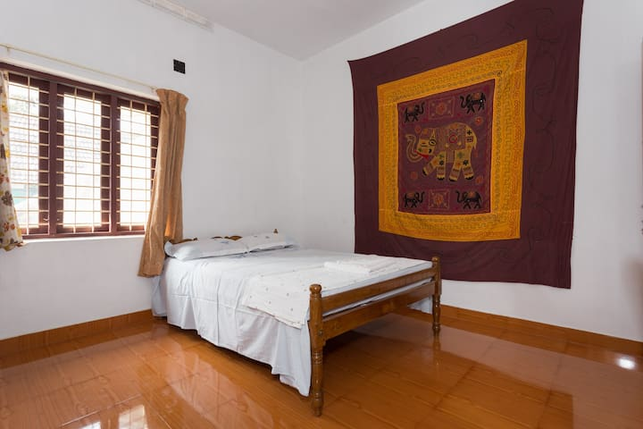 Yoga Homestay Private Room for Couple - Vengoor West - Rumah