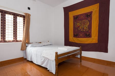 Yoga Homestay Private Room for Couple - Vengoor West - Hus