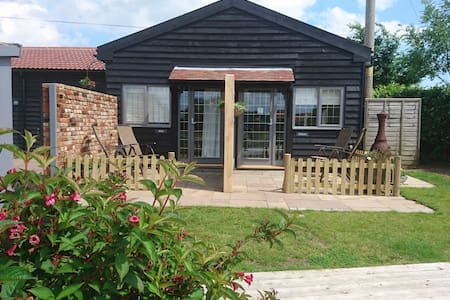 The Alde and Deben Chalet Apartments and Parking - Woodbridge - Daire
