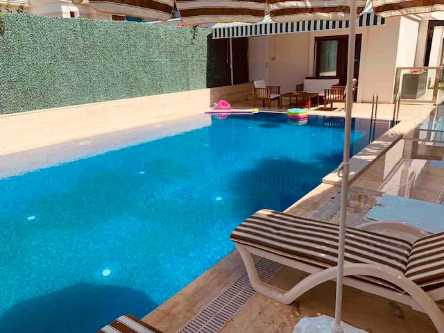 Luxury big private pool and cosy home