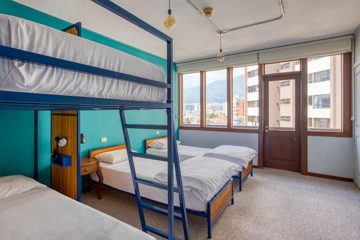 Selina Quito - Quadruple Room