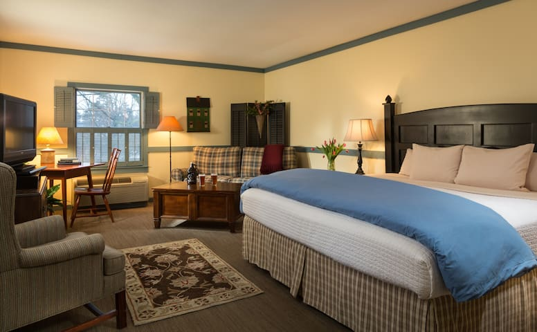 The Inn at Turkey Hill - King Bed (Pet friendly)