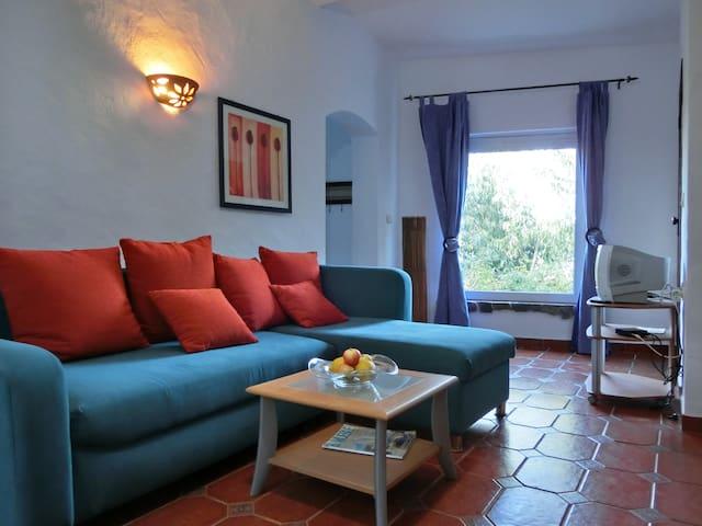 Casa Flor in einer Ferienanlage - S.Teotónio - Hus