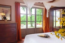 Queen bedroom overlooking the pool