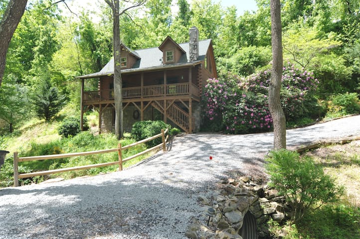 Acorn Cabin, well-appointed, loft, bubbling stream