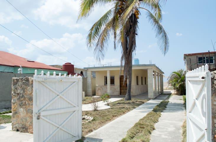 Modern private house beside the sea - La Habana - House