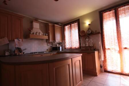 nel rustico condividi spazi comuni, camera privata - Misinto