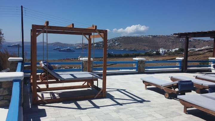 Maganos  Deka:Breakfast, shared pool, A/C, Wi Fi