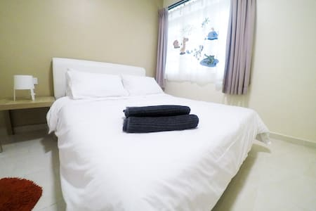 3R4B, Wifi, 2 Carpark, affordable homestay