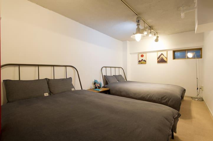 Two double beds & Duplex! Best Location @Shinjuku