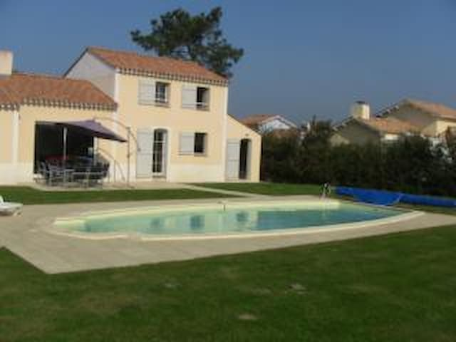 Vendee vacation villa with private heated pool - Commequiers - 別荘