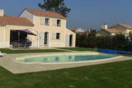 Vendee vacation villa with private heated pool - Commequiers