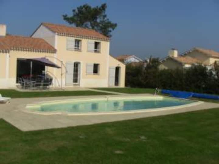 Vendee vacation villa with private heated pool
