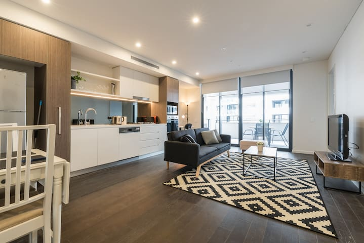 Brand new 2 bed 2 bath apt in Sydney with parking