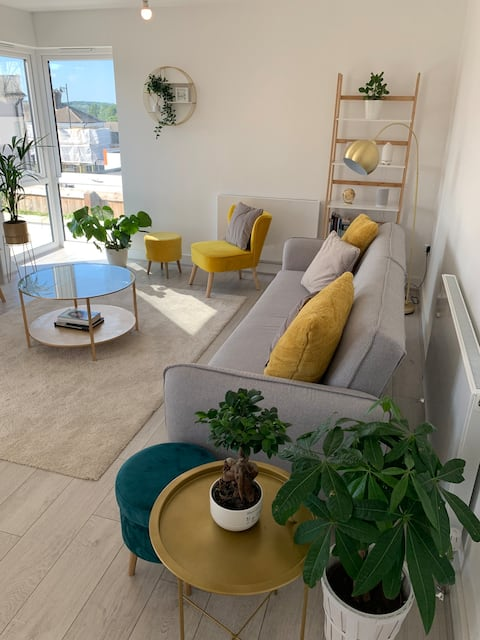 Perfectly located 1 bedroom apartment w/parking