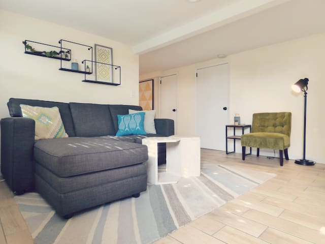 Cozy Hillcrest place newly remodeled in prime spot