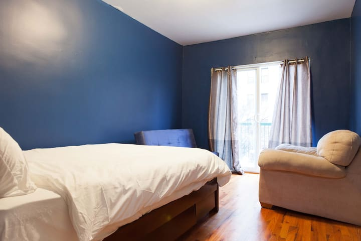 3 BR QUARTERS FOR LARGE GROUPS/ 15 MIN TO MIDTOWN