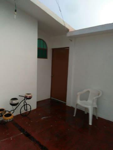 DH2 *Habitación privada, muy centrico, ventilador