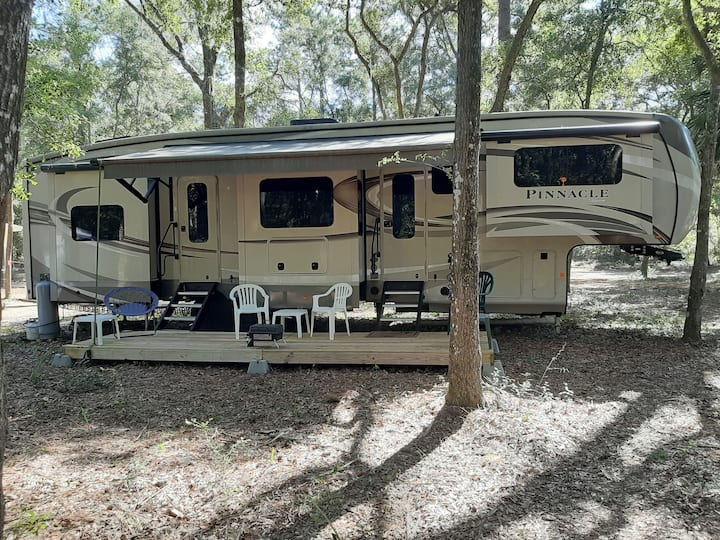 Sloping Palms Retreat-Glamping on Daufuskie Island