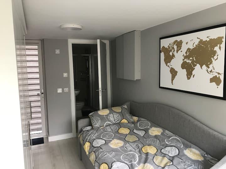 Cabinteely  beautiful private studio apt