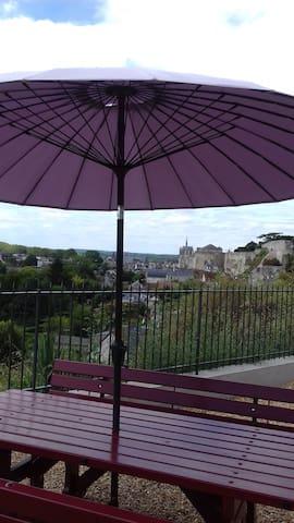 vue sur le château royal depuis la terrasse