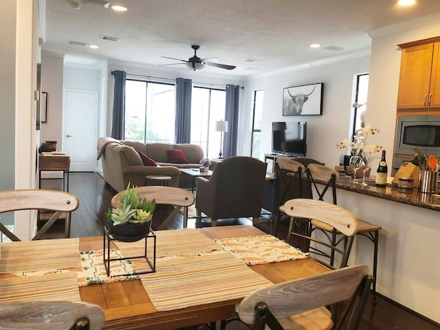 ★Couples/Groups★Walk Downtown/AstrosGame★3BD3.5B&G