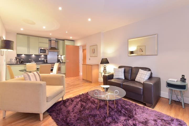 Still Life Tower Hill Exec. 1 Bedroom Apartment  H